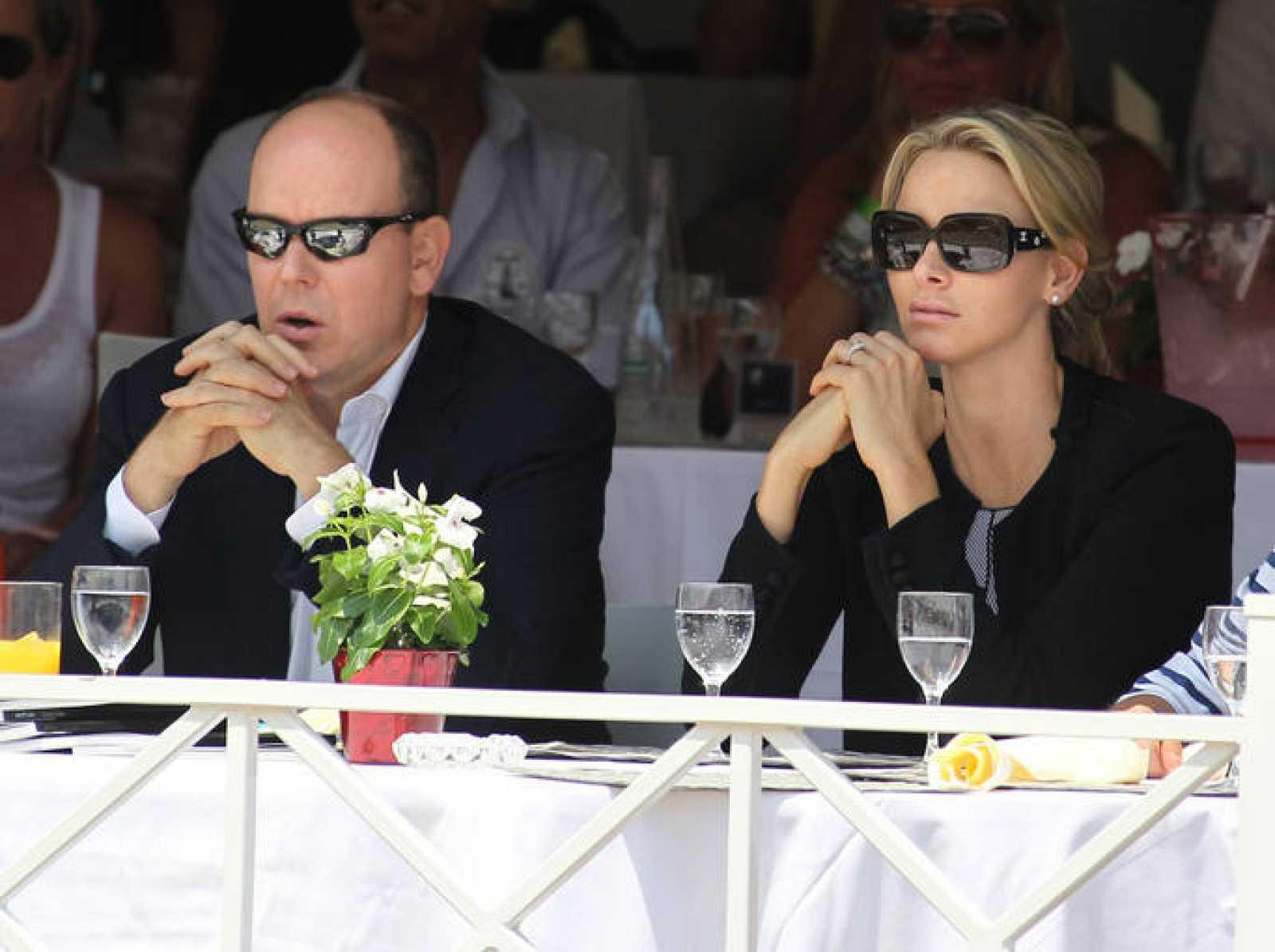 Alberto de Mónaco y Charlene Wittstock se han mostrado distantes en sus últimas apariciones, según los medios franceses.