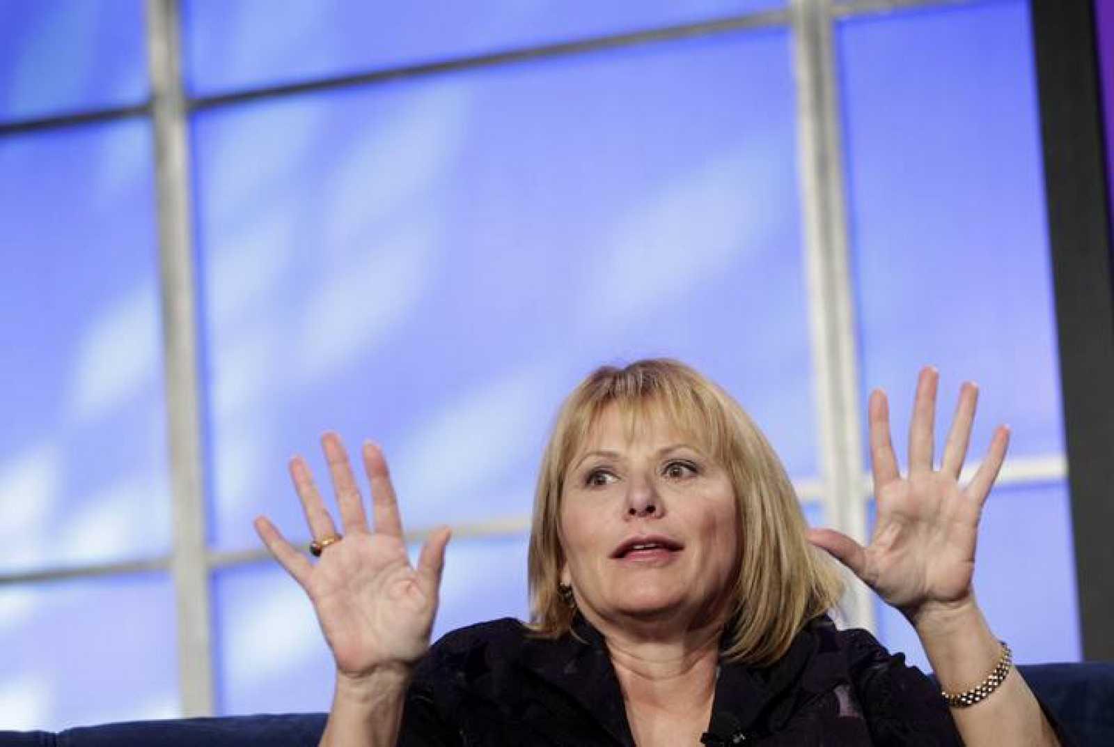 La consejera delegada de Yahoo, Carol Bartz, durante una conferencia en 2010 en California. Ha sido despedida recientemente por el presidente del consejo de administración debido al «estancamiento» de la compañía.
