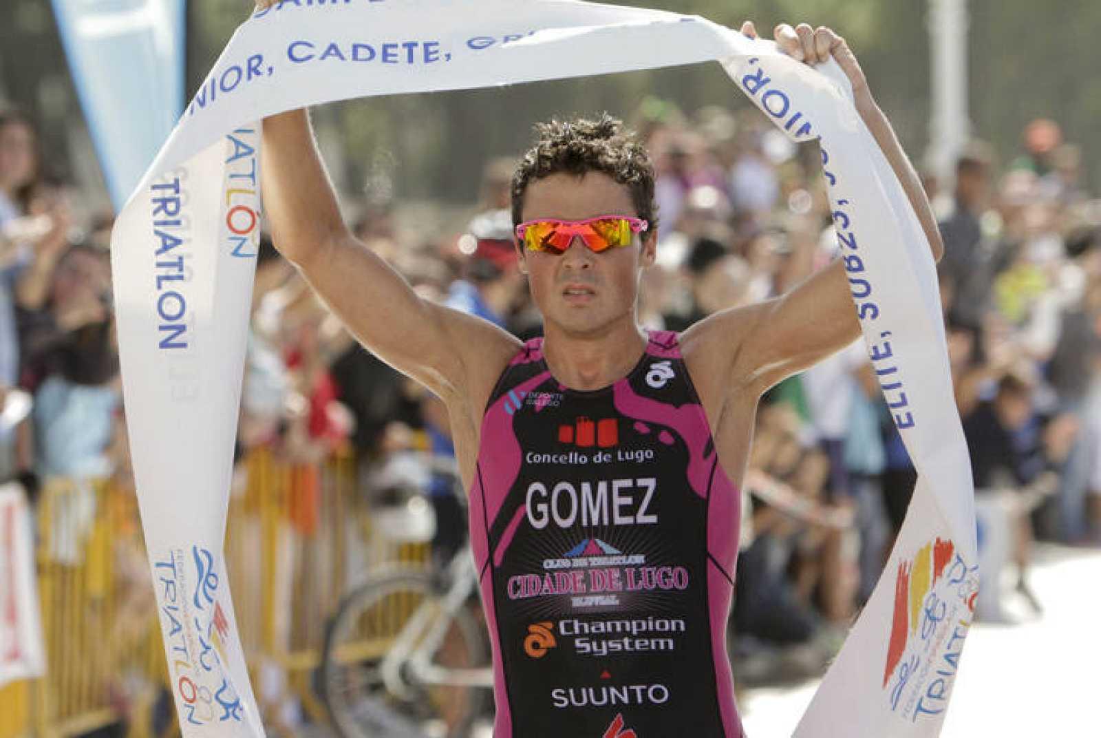 Javier Gómez Noya tras proclamarse vencedor en la prueba del Campeonato de España de Triatlón.
