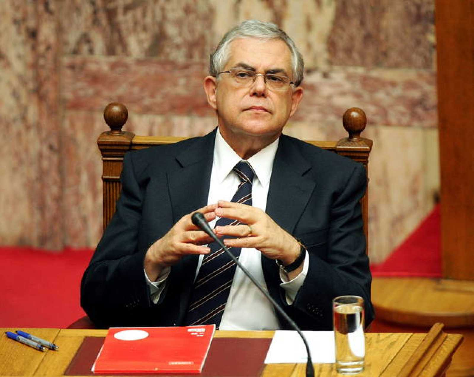 El nuevo primer ministro griego, Lukás Papadimos, durante la reunión del Parlamento el martes 15 de noviembre