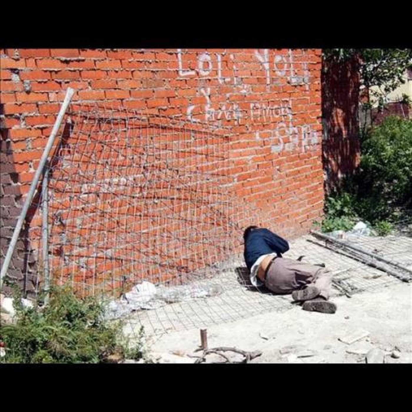 Un drogodependiente, en el poblado de Las Barranquillas.