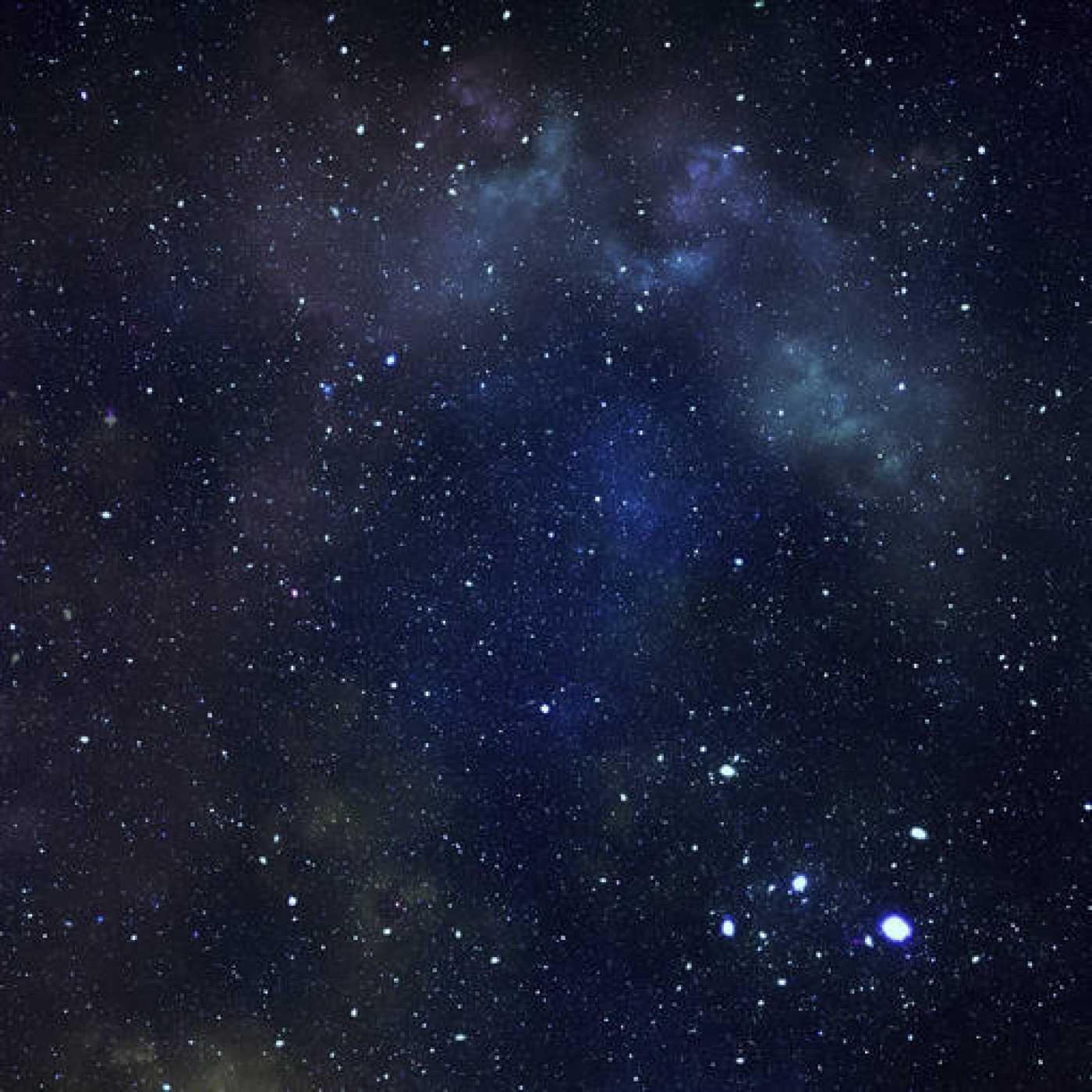 Las estrellas no dejan de emitir luz en ningún momento, pero se percibe de forma diferente por las perturbaciones atmosféricas