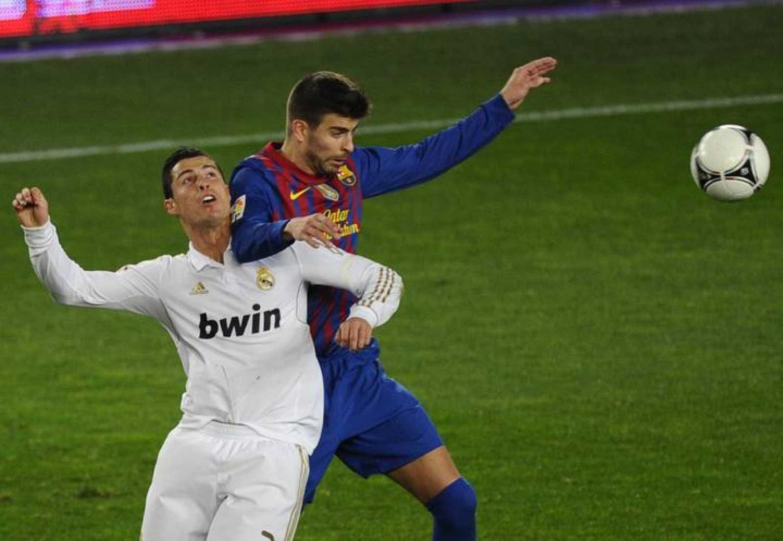 Piqué, con Cristiano Ronaldo.