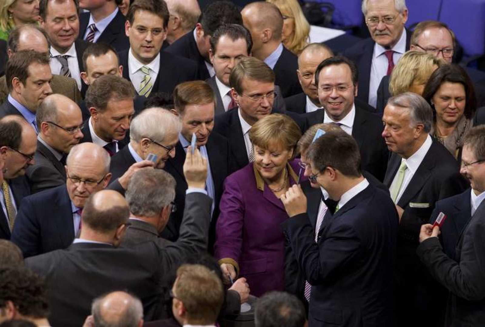 El Parlamento alemán aprueba el segundo rescate a Grecia