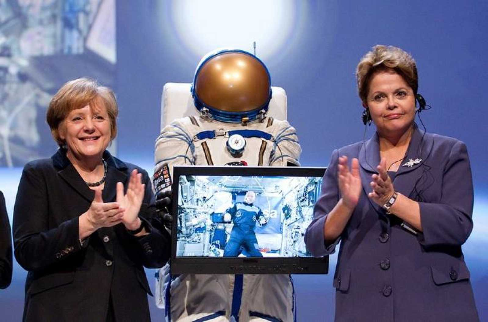 La canciller alemana Angela Merkel y la presidenta brasileña Dilma Rousseff en la inauguración del CeBIT