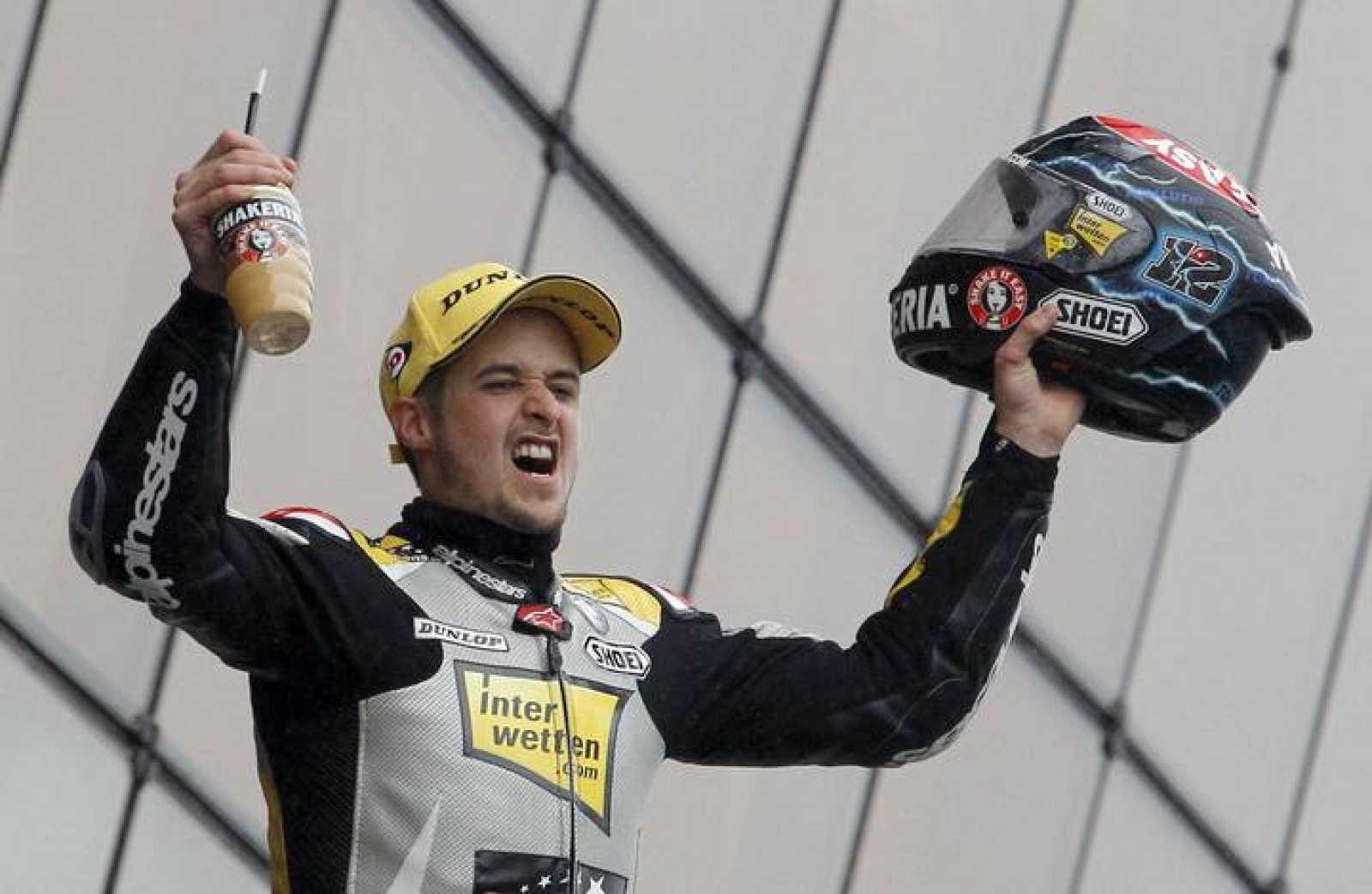 El suizo Thomas Luthi celebra la victoria en Le Mans.
