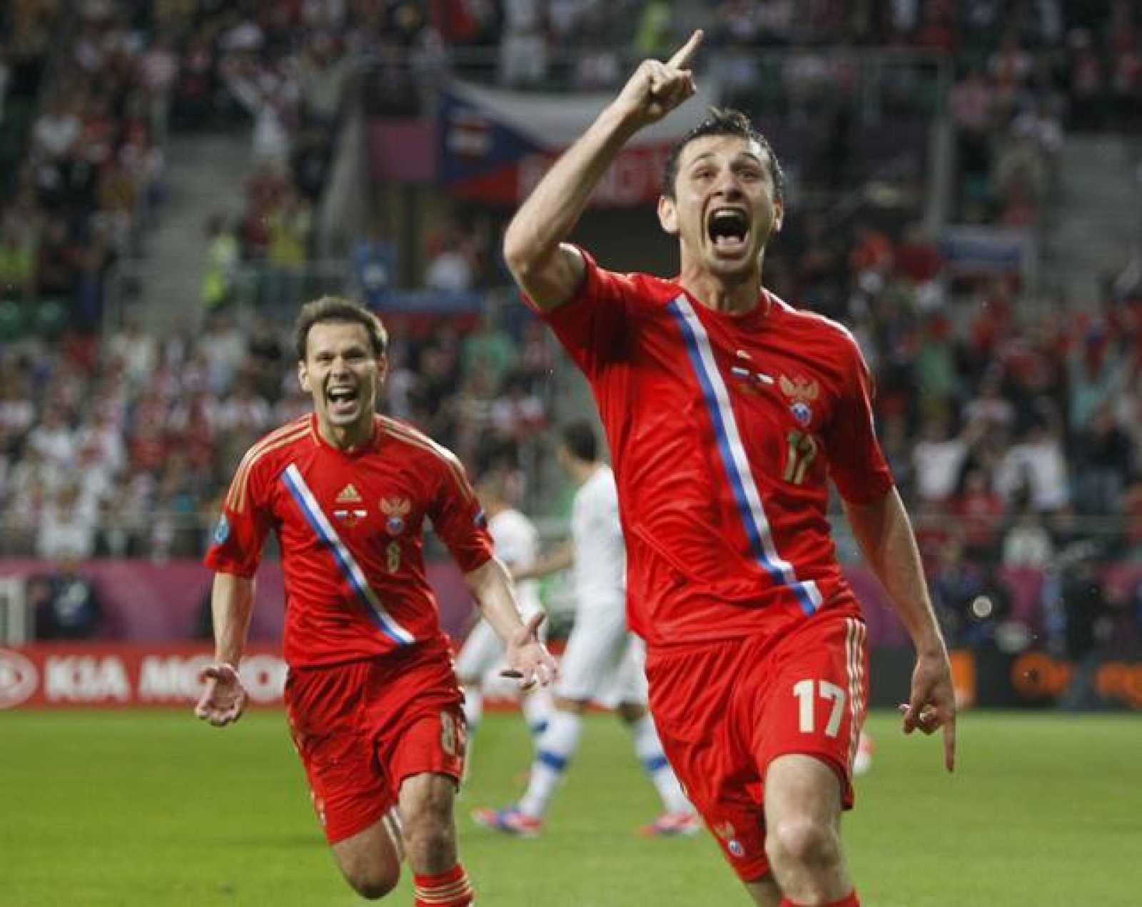 Dzagoev y Zyryanov celebran el primer gol.