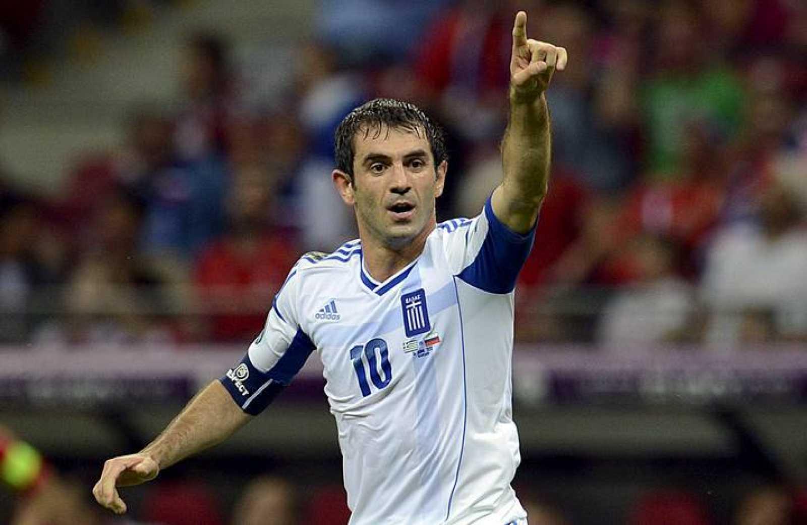 Karagounis celebra tras marcar el 1-0 durante el partido Grecia-Rusia