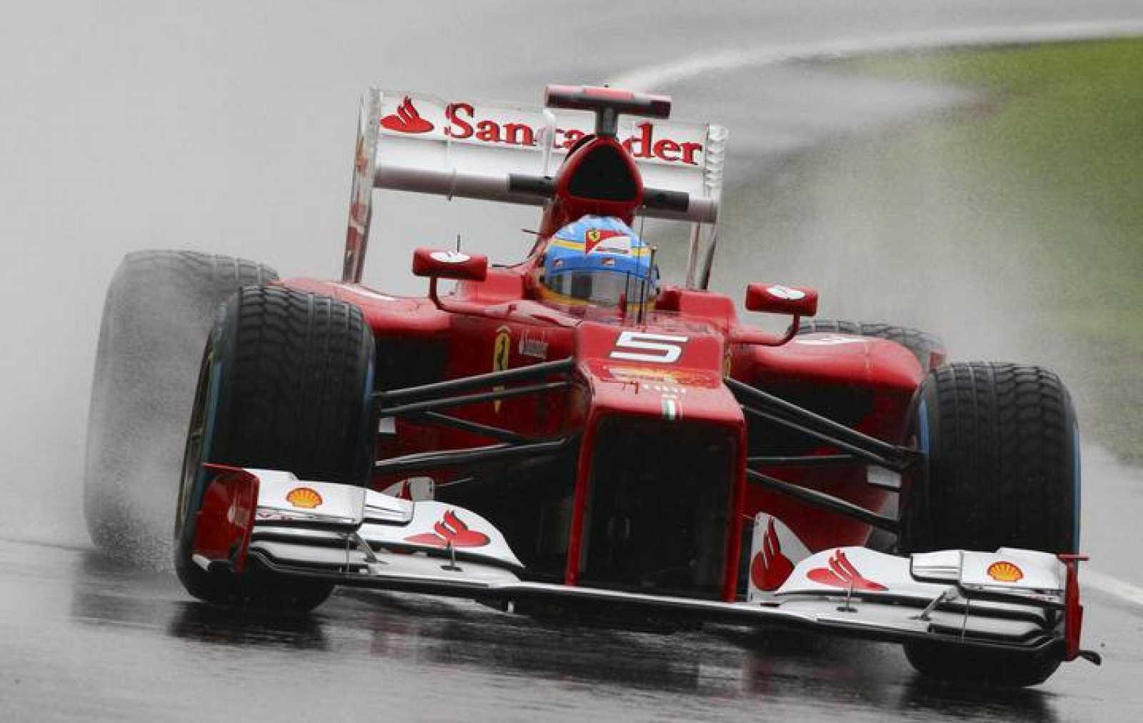 El piloto español de Fórmula 1 Fernando Alonso, de la escudería Ferrari, durante los entrenamientos de Silverstone