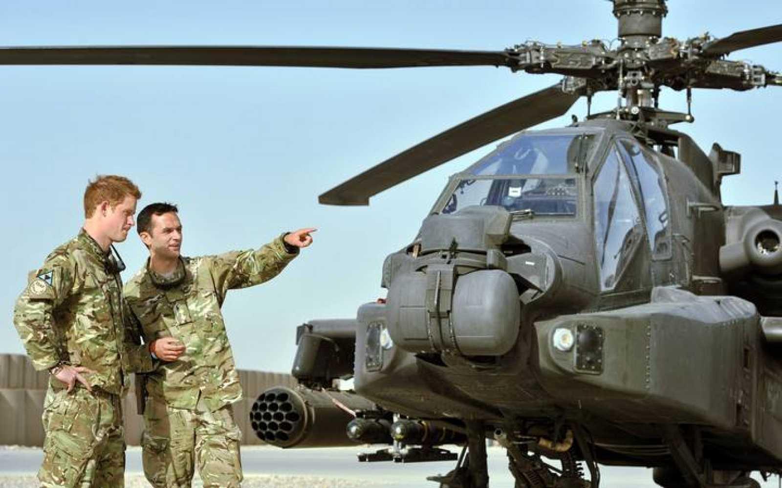 El príncipe Harry combatirá como piloto de helicóptero en Afganistán, donde ya sirvió en 2008.