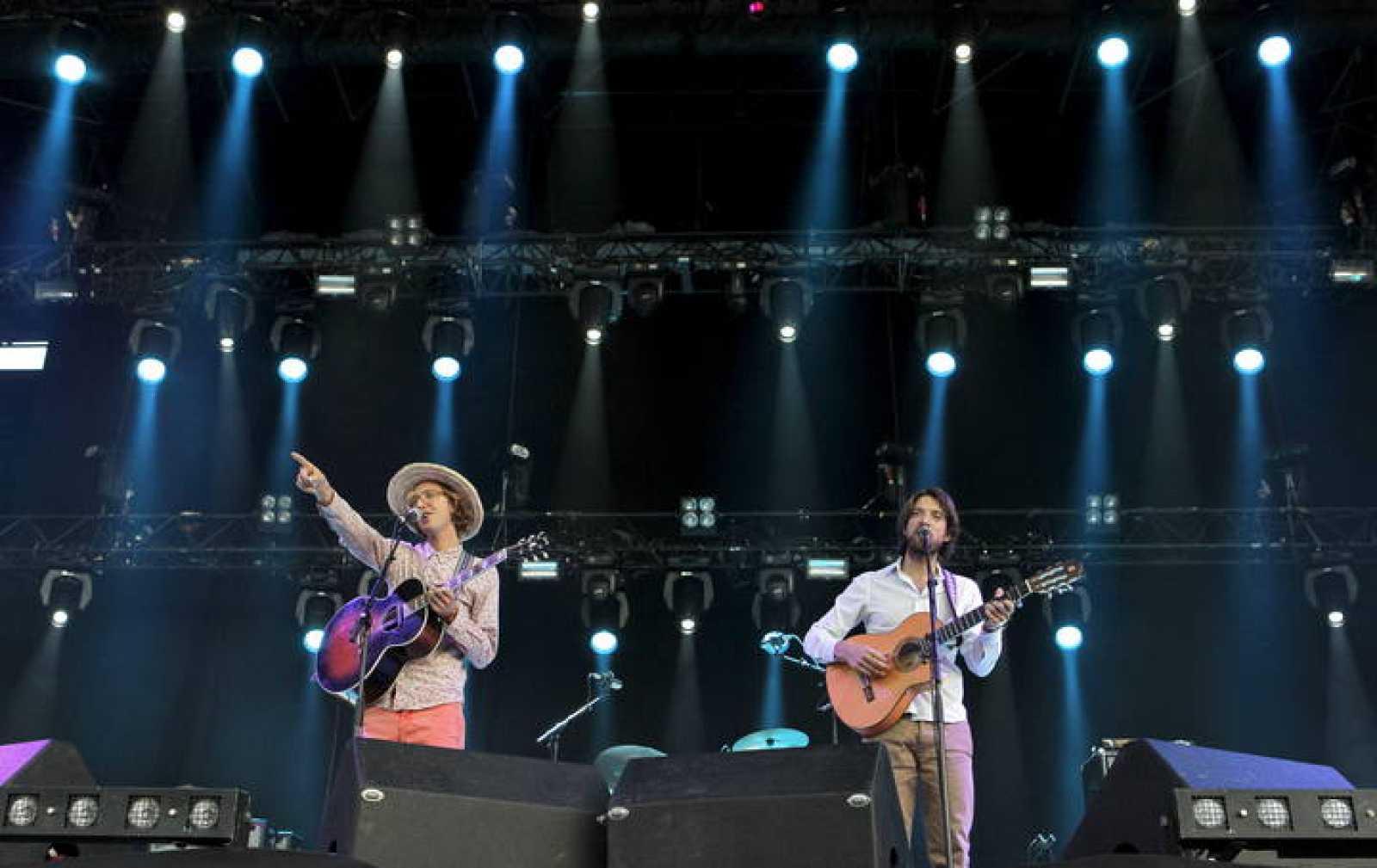 Un momento de la actuación del grupo Kings of Convenience, durante la primera jornada del Festival DCode, en Madrid.