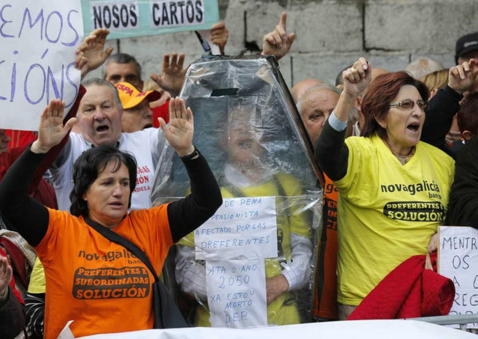 Afectados por las participaciones preferentes protestan