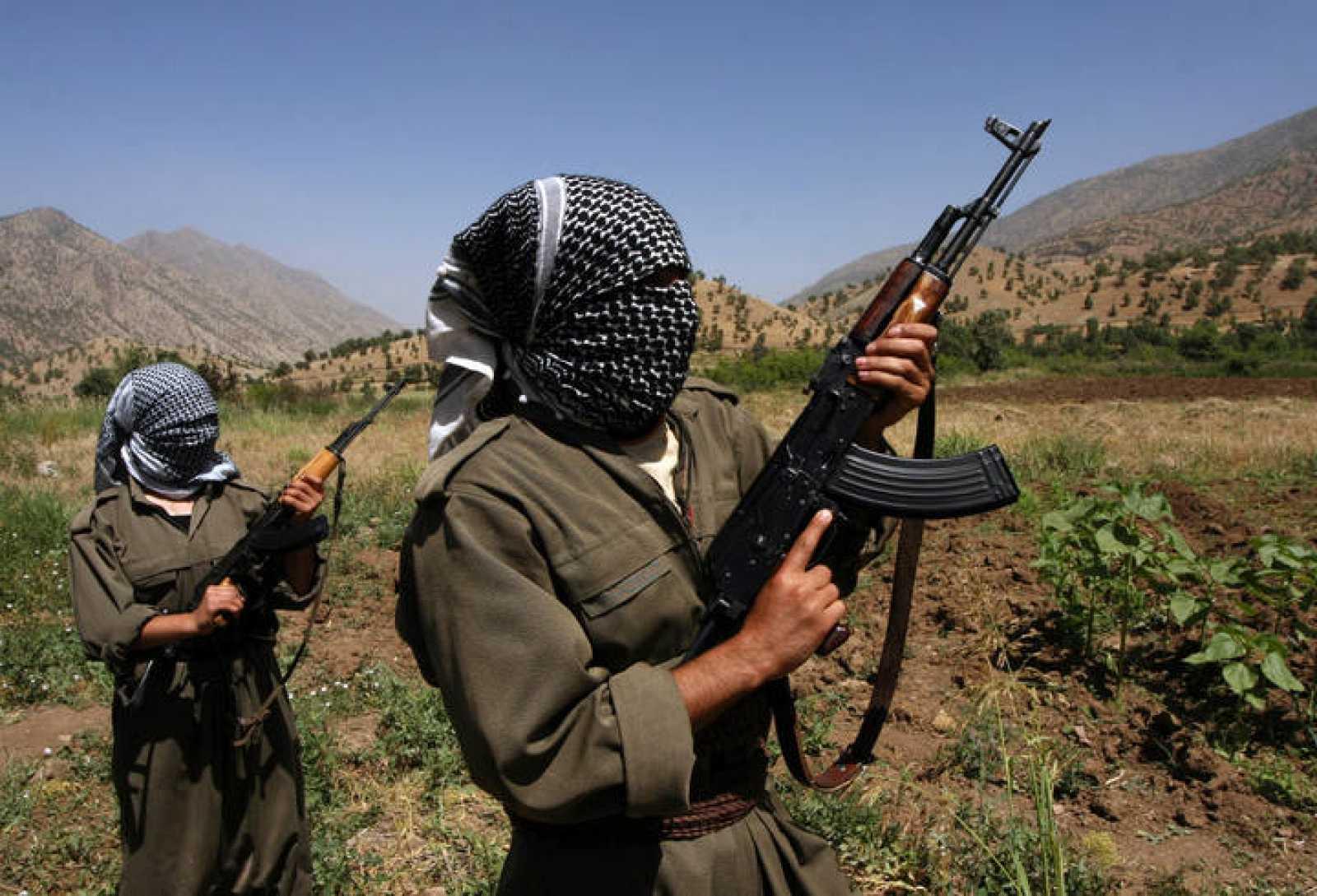 Combatientes kurdos en la parte iraquí de las montañas de Qandil, en junio de 2007