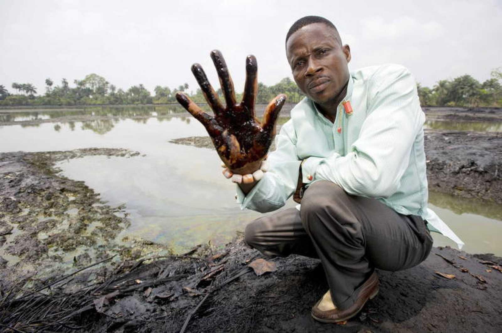 Imagen de archivo de Eric Dooh, uno de los agricultores de Nigeria que ha denunciado a Shell por los vertidos de petróleo
