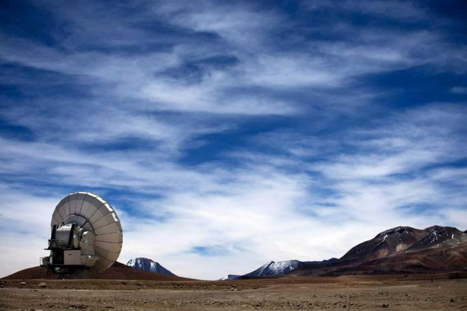 Una de las antenas de ALMA