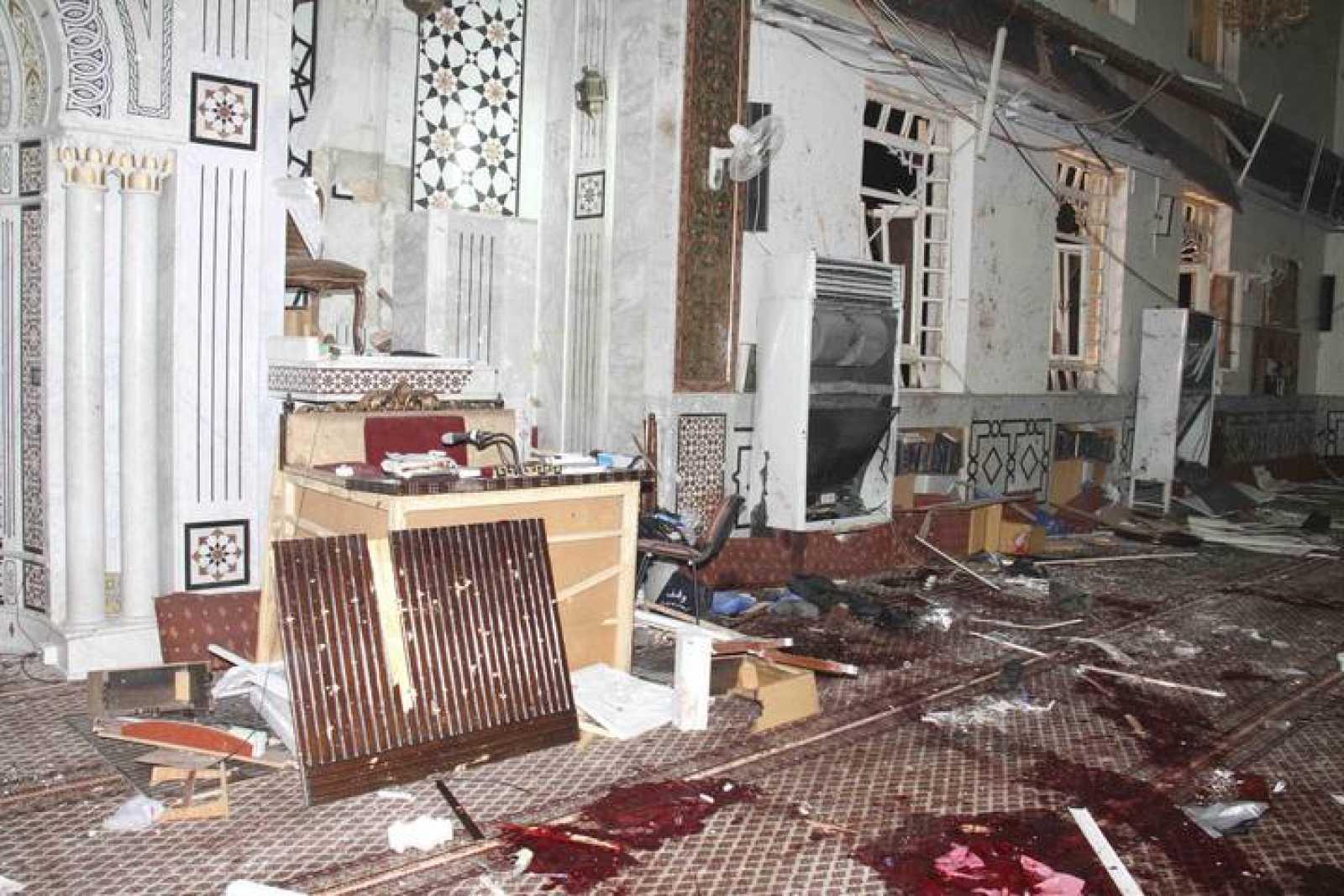 Imagen del interior de la mezquita de Damasco en la que ha explotado una bomba en la tarde del jueves