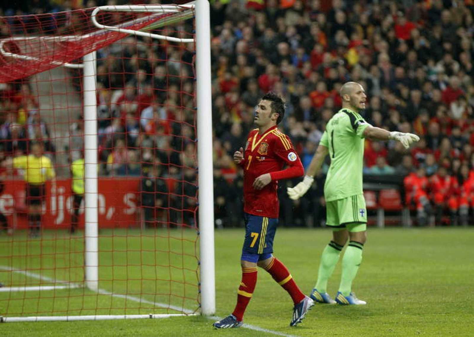 El delantero de la selección española David Villa (c)