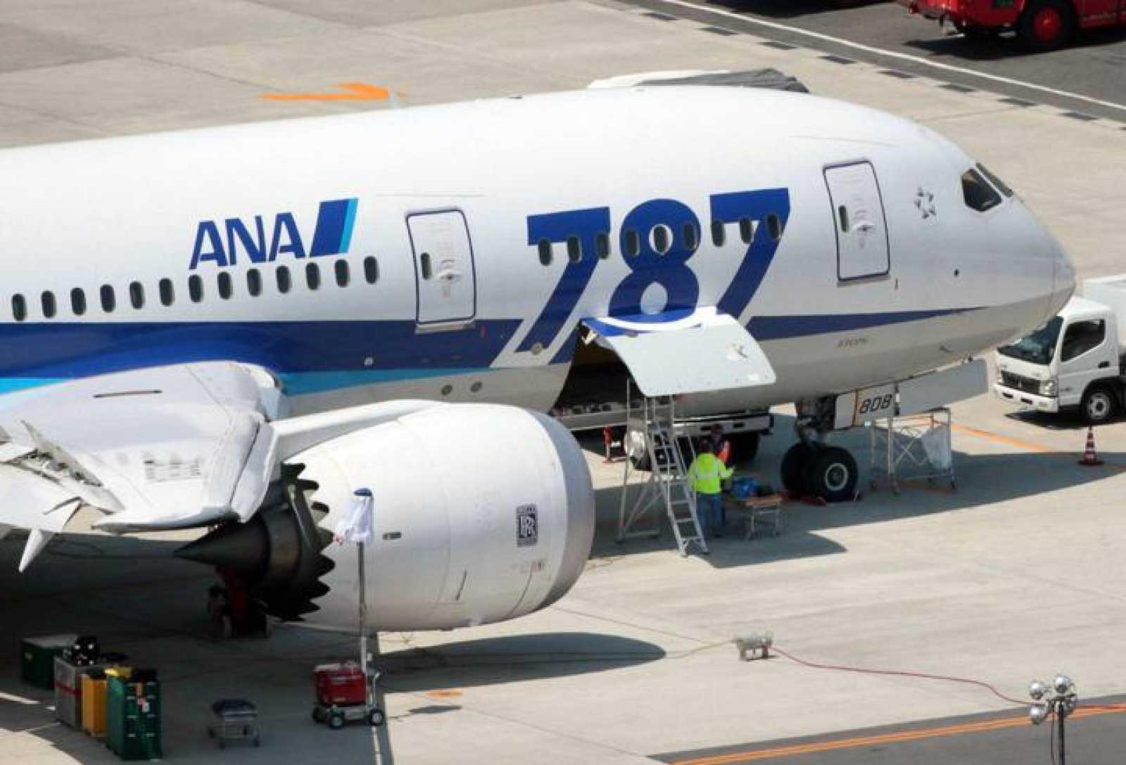 Un Boeing 787 de la compañía japonesa All Nippon Airways en el aeropurerto de Okayama