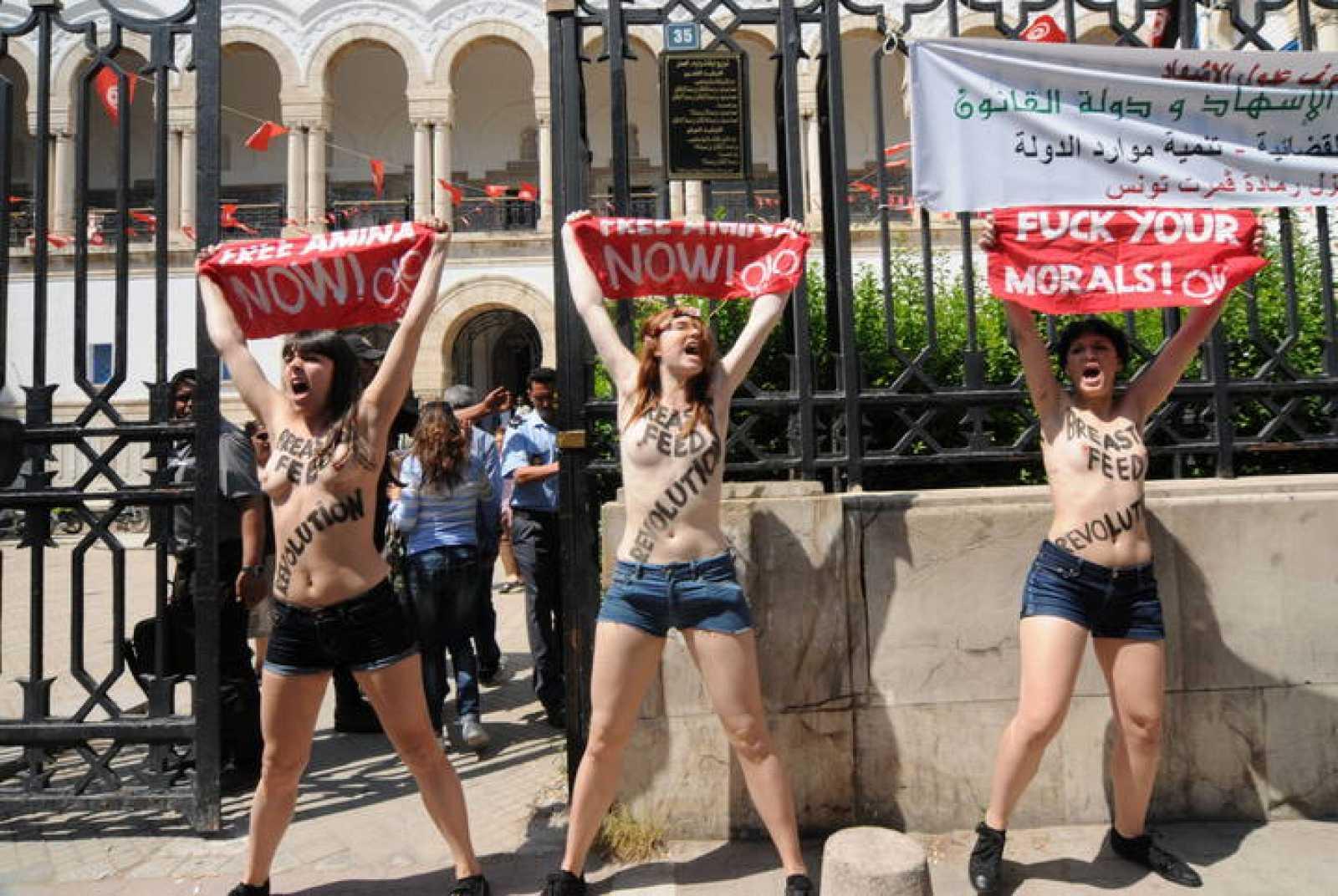 Estas tres activistas de Femen serán juzgadas por atentado contra el pudor en Túnez.