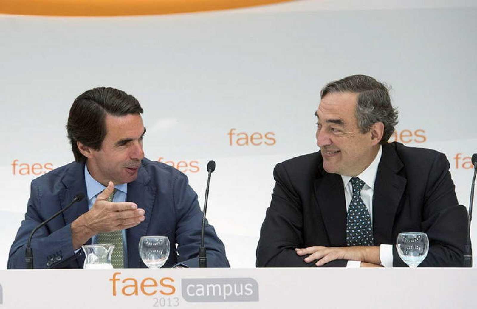 El expresidente José María Aznar (i) junto al presidente de la CEOE, Juan Rosell.