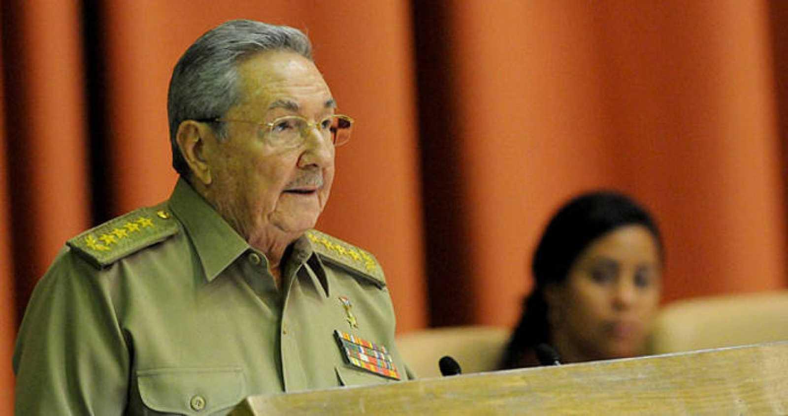 El presidente cubano, Raúl Castro, pronunciando un discurso durante la clausura de la primera sesión anual de la Asamblea Nacional, en el Palacio de Convenciones de La Habana, Cuba.
