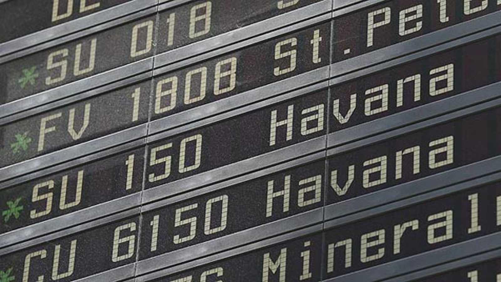 Un panel informativo muestra los detalles de salida del vuelo de la compañía Cubana CU 6150 con destino a La Habana en el aeropuerto de Sheremetyevo en Moscú
