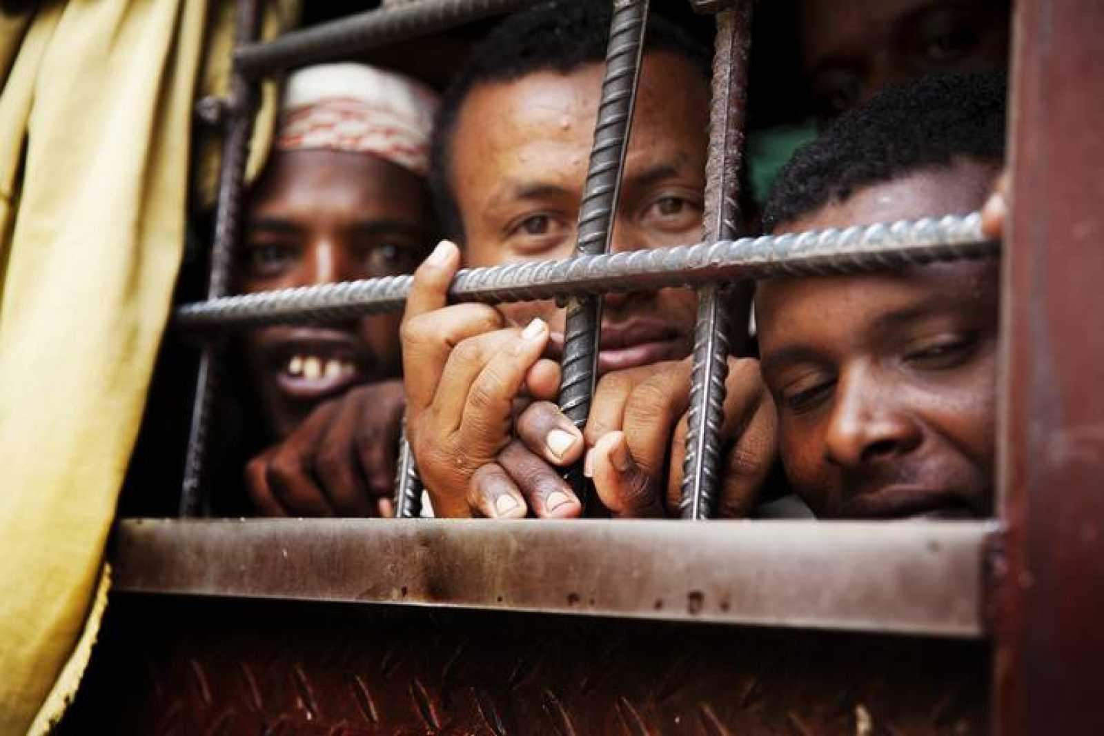 Inmigrantes africanos en el centro de internamiento de Saná, capital de Yemen