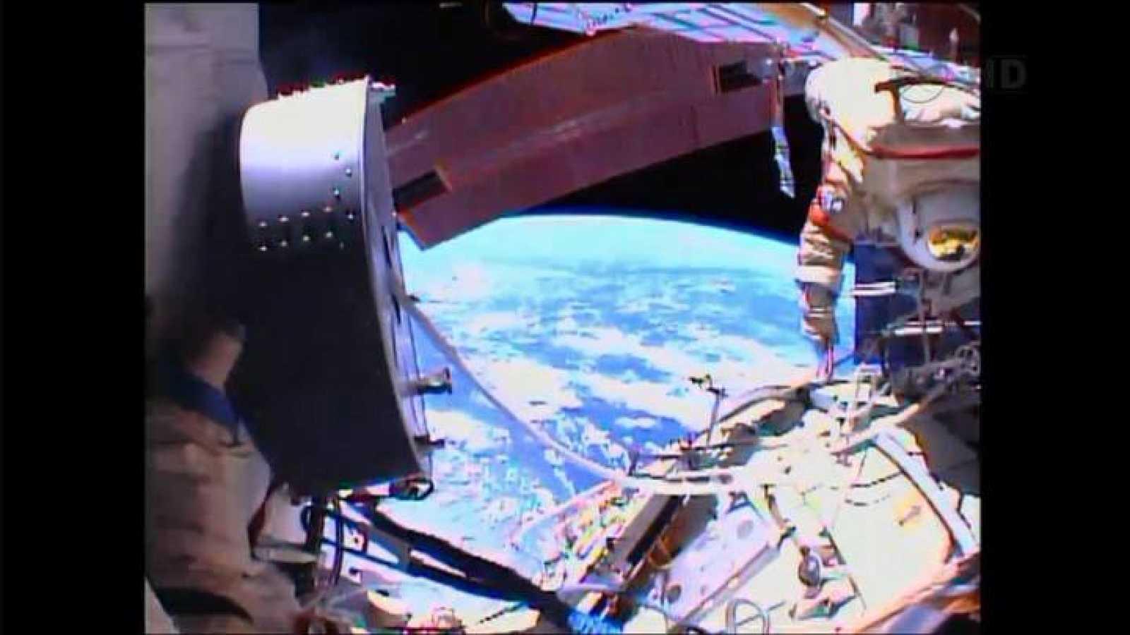 Fyodor Yurchikhin y Alexander Misurkin trabajando fuera de la Estación Espacial Internacional el 16 de agosto.
