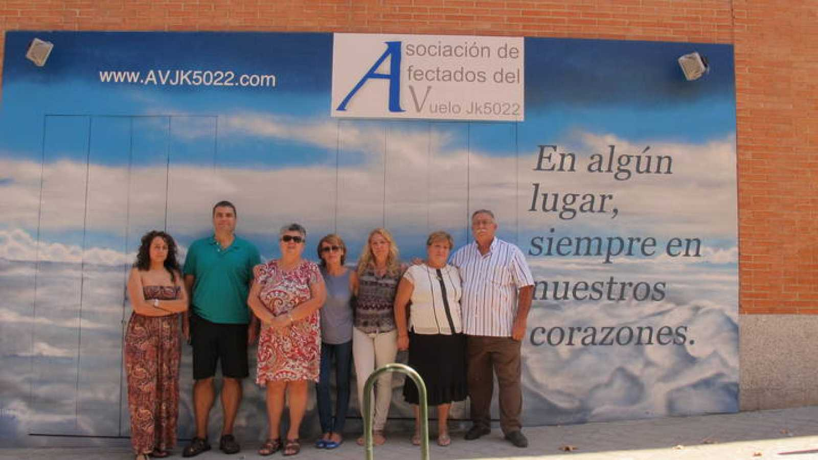 La presidenta  de la Asociación de afectados por el vuelo JK5022 en Madrid, en el quinto aniversario de la tragedia