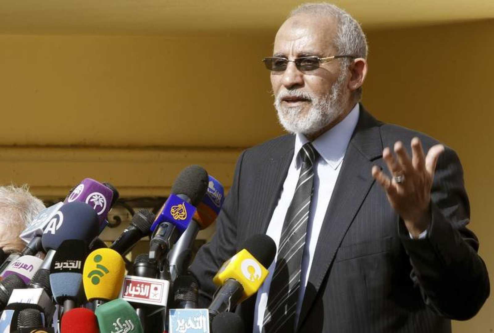 Imagen de archivo de Mohamed Badie, líder de los Hermanos Musulmanes detenido en la madrugada de este martes en Ciudad Nasr, Egipto