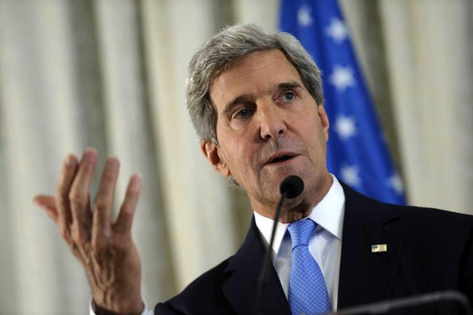 El Secretario de Estado de EE.UU., John Kerry, durante la conferencia de prensa en la embajada de Estados Unidos en París