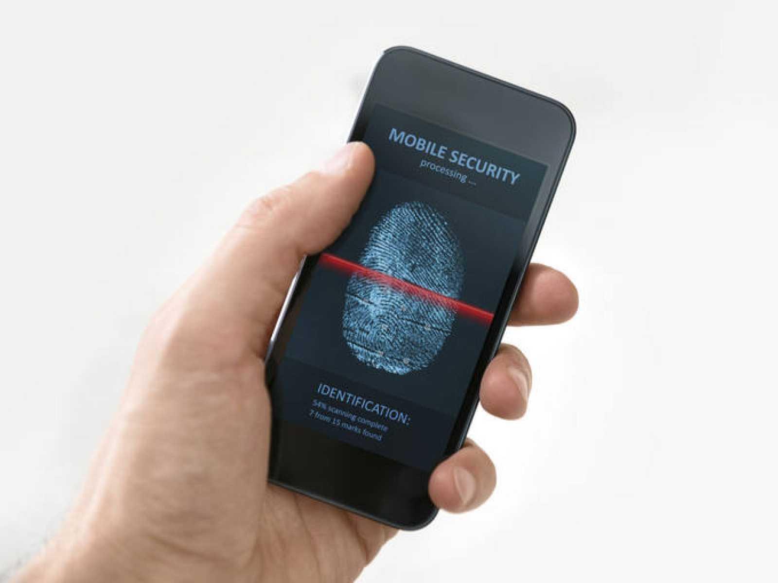 Teléfono móvil con una aplicación de seguridad.
