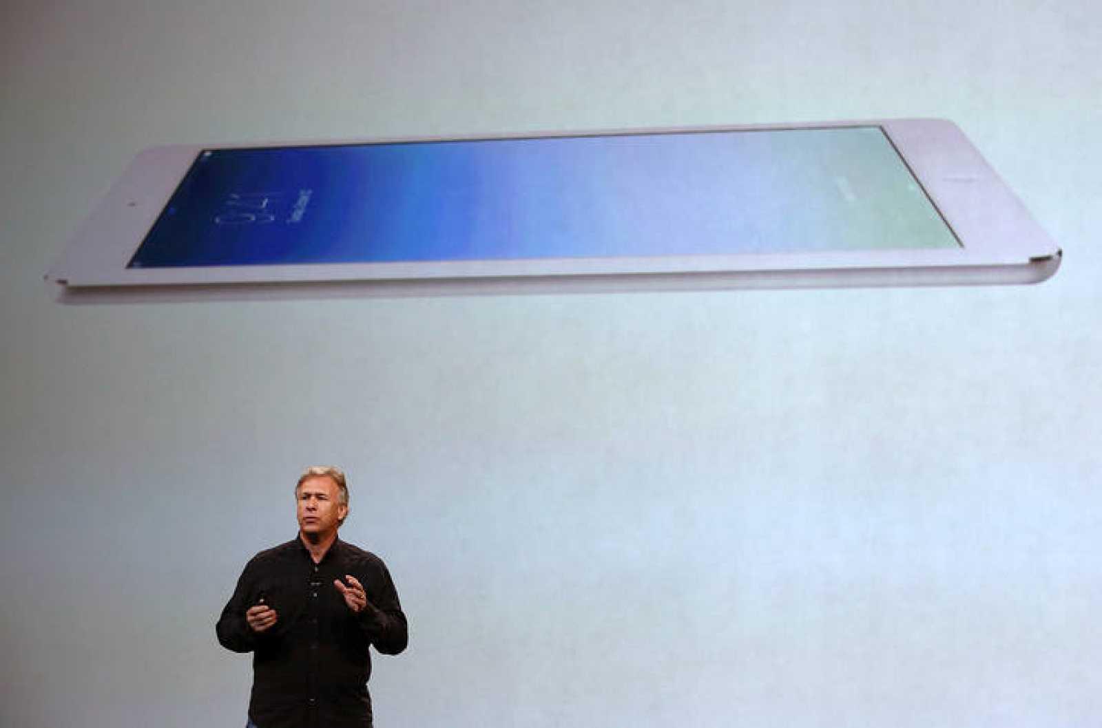 El vicepresidente de Marketing de Apple, Phil Schiller, presentando el iPad Air en San Francisco.