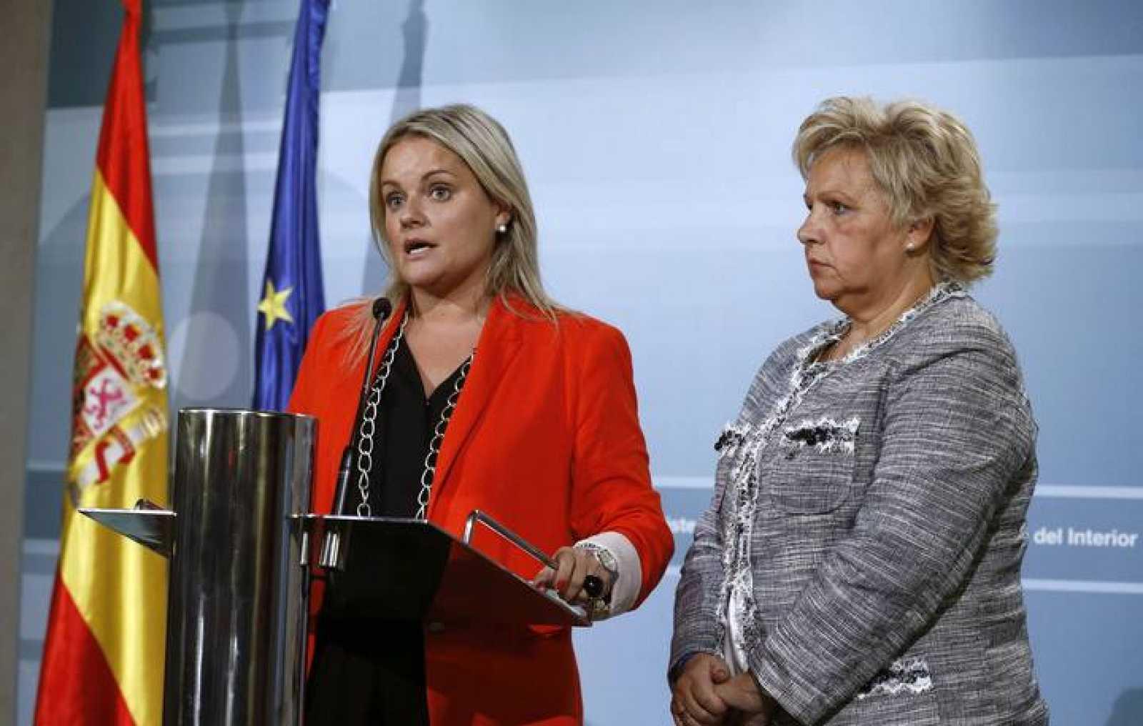 Mari Mar Blanco y Ángeles Pedraza, tras reunirse con los ministros de Justicia e Interior.