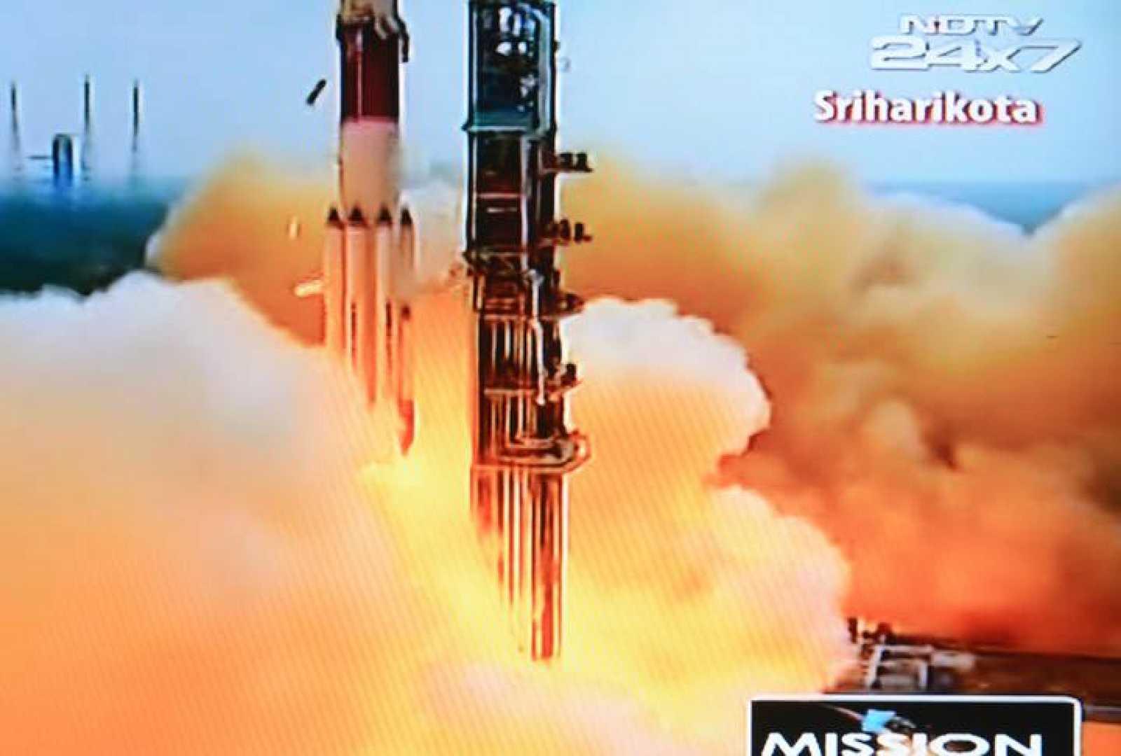 Imagen del lanzamiento de la nave Mangalyaan, que se ha retransmitido en el canal NDTV de la India.