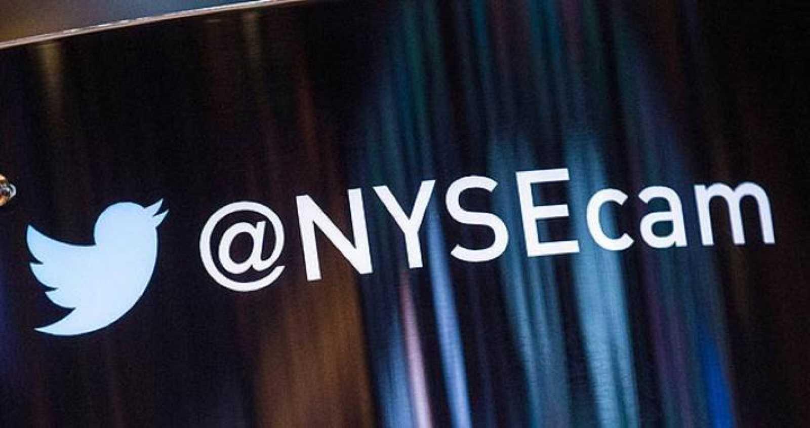 El logo de Twitter en la Bolsa de Nueva York