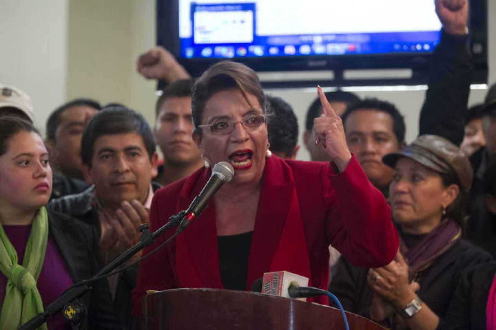 La candidata del partido Libertad y Refundación (Libre), Xiomara Castro, durante la rueda de prensa ofrecida el 29 de noviembre de 2013 en Tegucigalpa (Honduras)