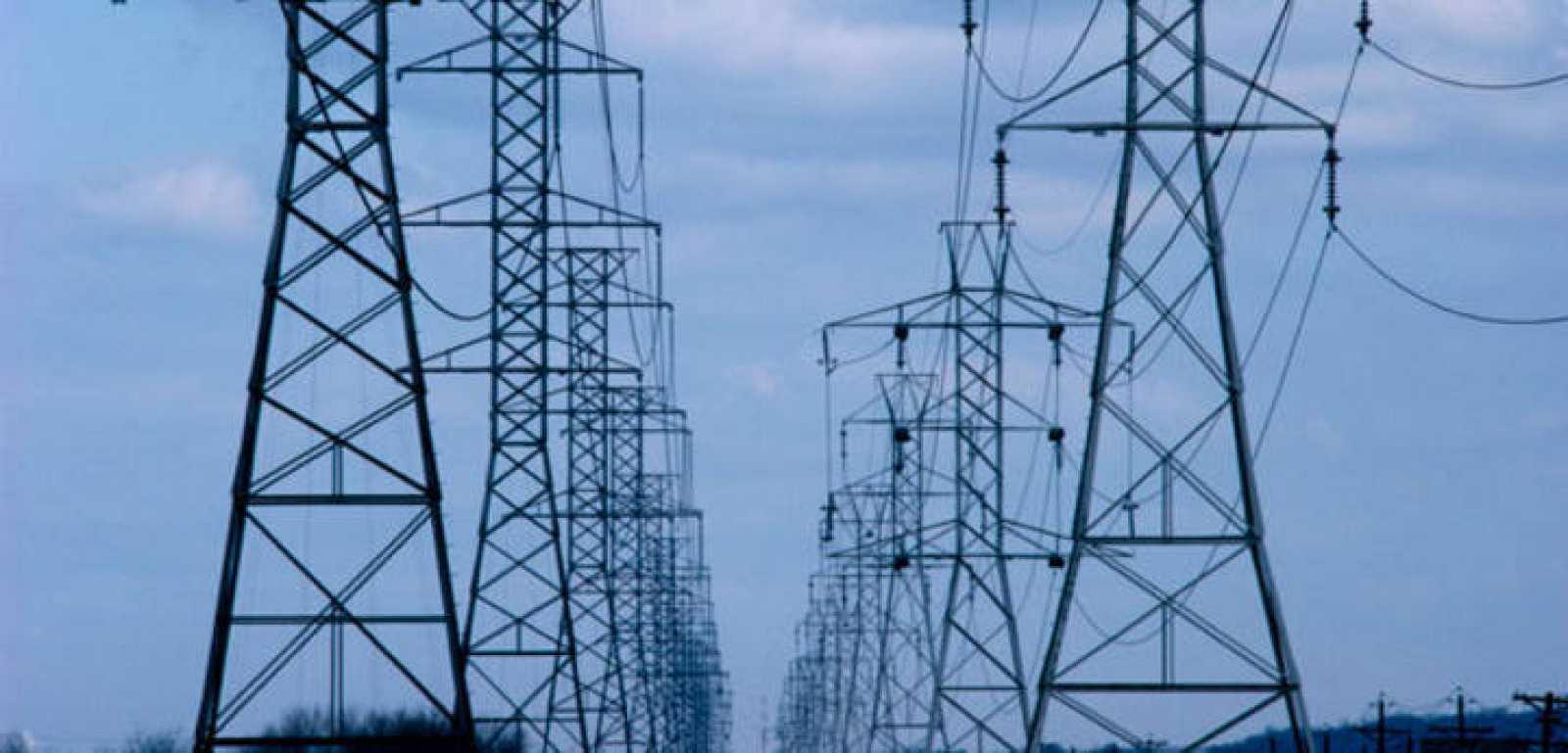 Torres de un tendido eléctrico de alta tensión