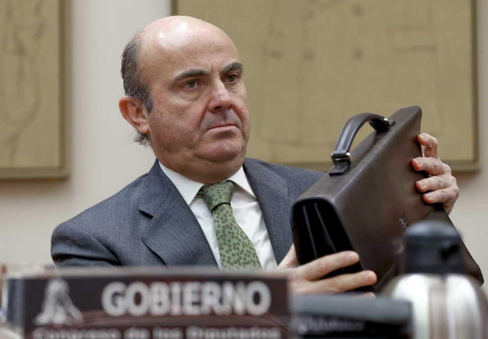 El ministro de Economía y Competitividad, Luis de Guindos, durante su comparecencia en la Comisión de Economía en el Congreso de los Diputados