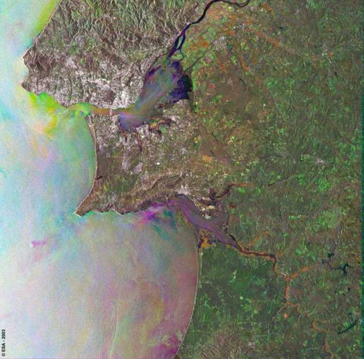 Imágenes del radar Envisat de la costa de Lisboa.