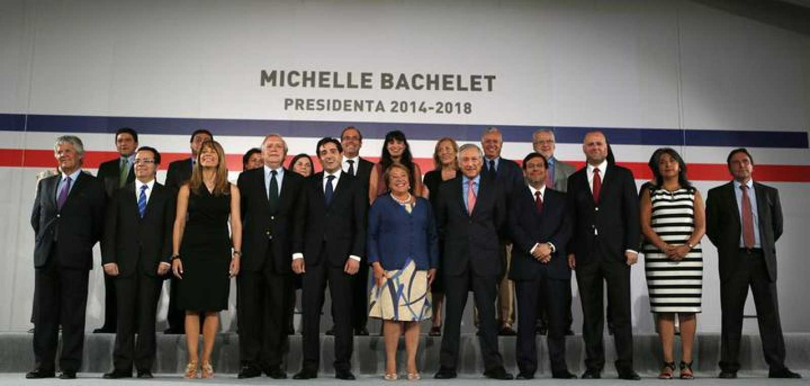 Chile's President-elect Michelle Bachelet poses with members of her Ministerial Cabinet at Santiago