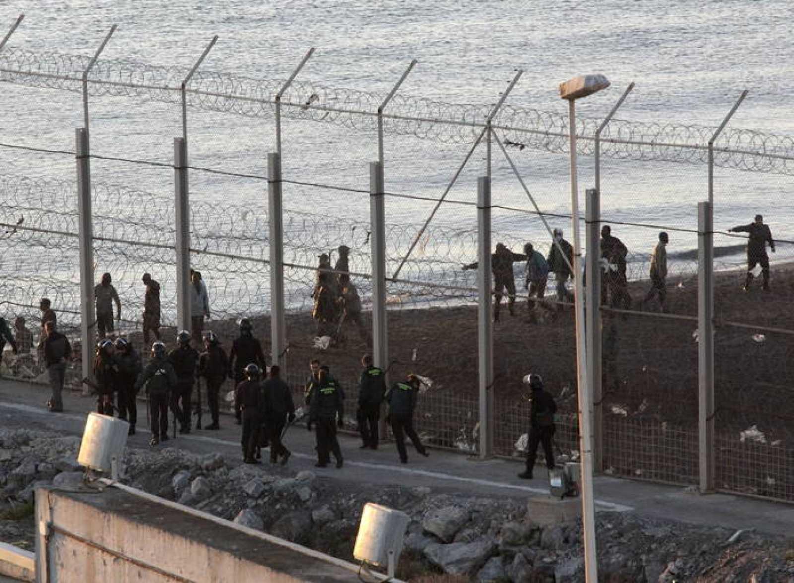 Trece inmigrantes mueren en Ceuta al intentar cruzar la frontera