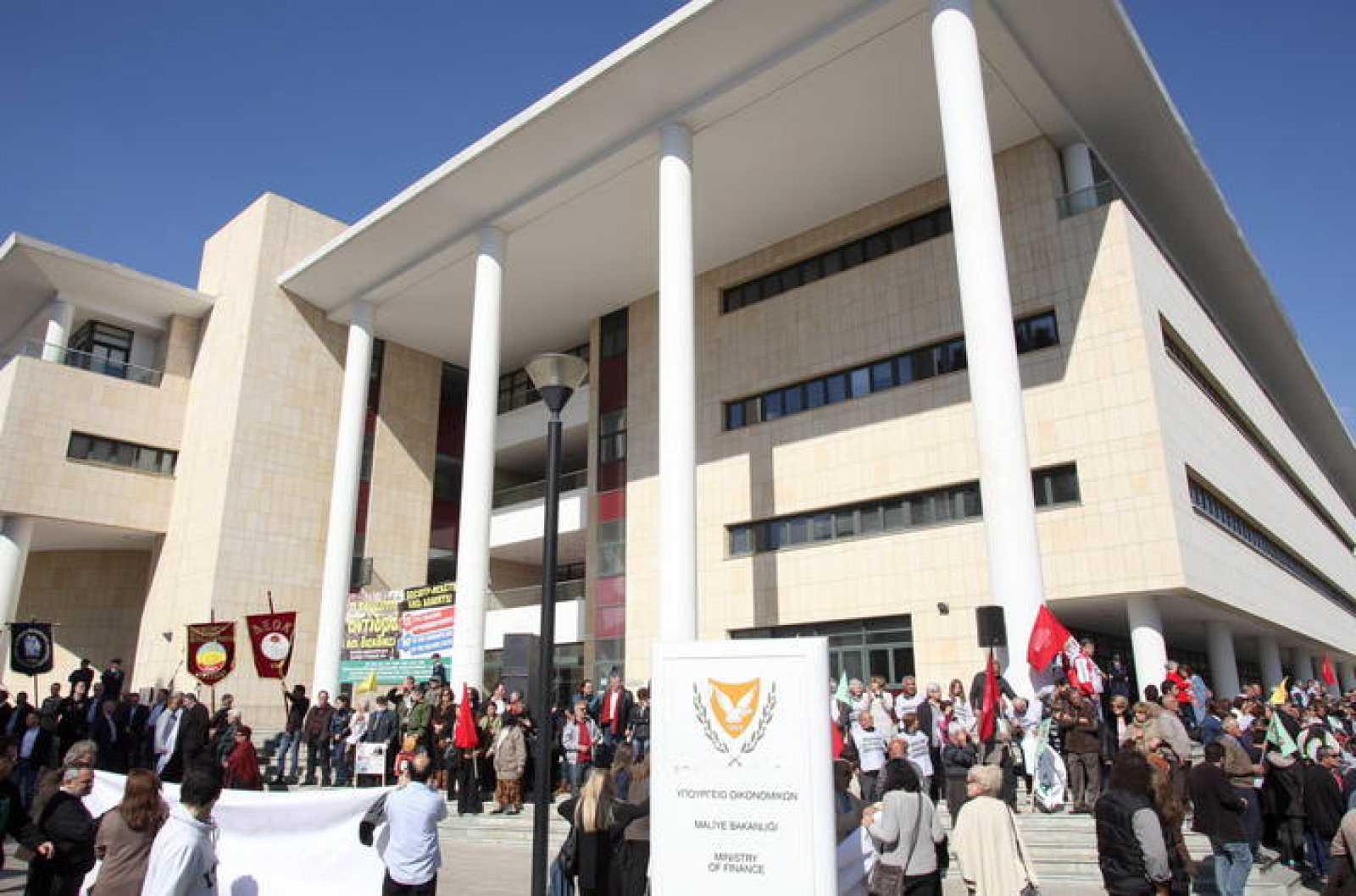 Manifestación contra las medidas de austeridad impuestas por la troika a Chipre frente al Ministerio de Finanzas en Nicosia