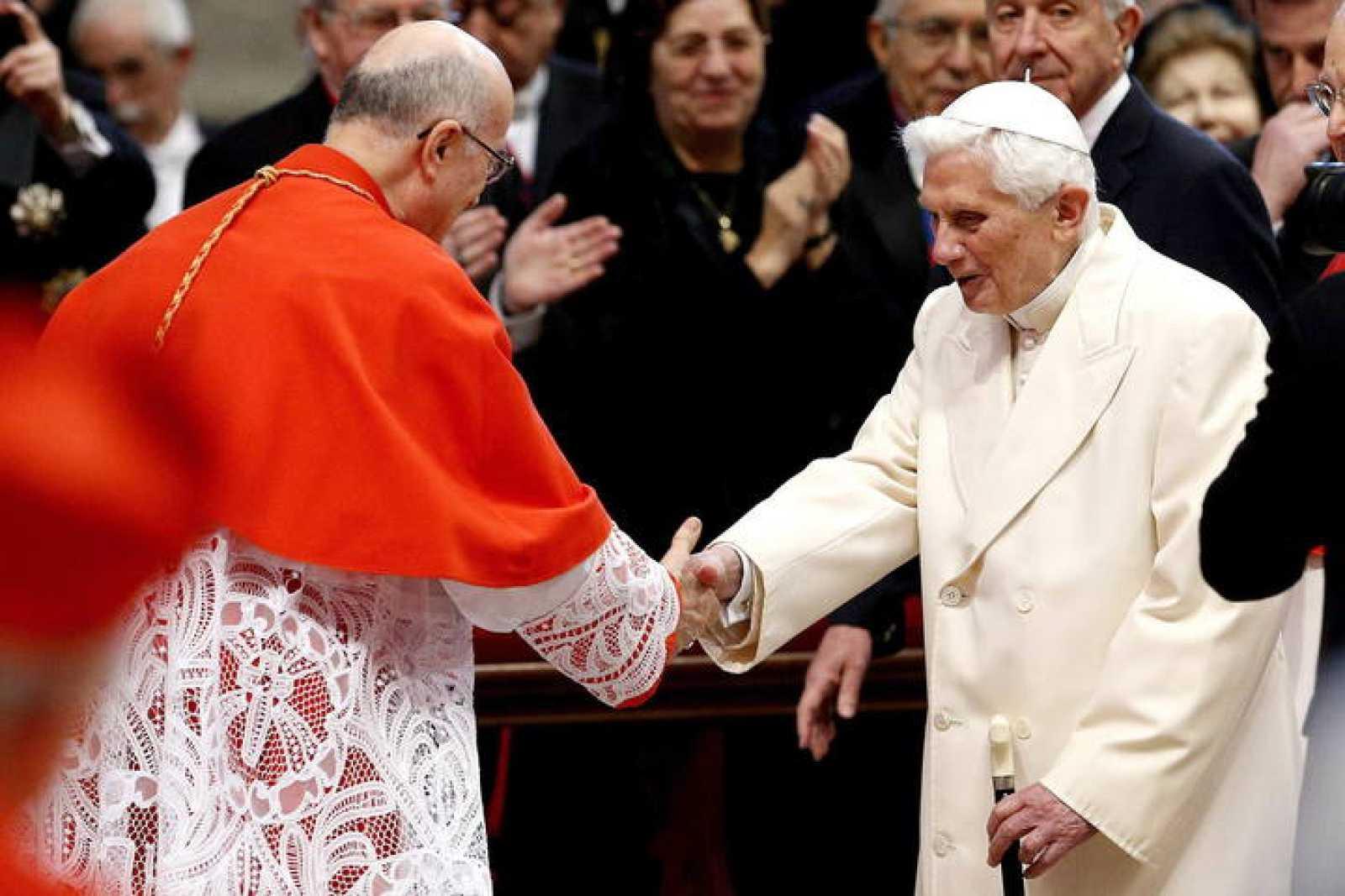 El papa emérito, Benedicto XVI, asiste al nombramiento de nuevos cardenales, el 22 de febrero