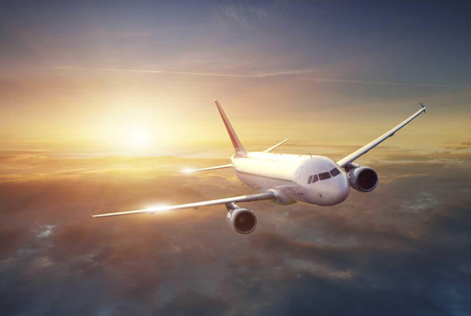 La UE aprueba aplicar la tasa a las emisiones de CO2 de los aviones únicamente a la parte de los vuelos que se produce dentro del espacio aéreo europeo