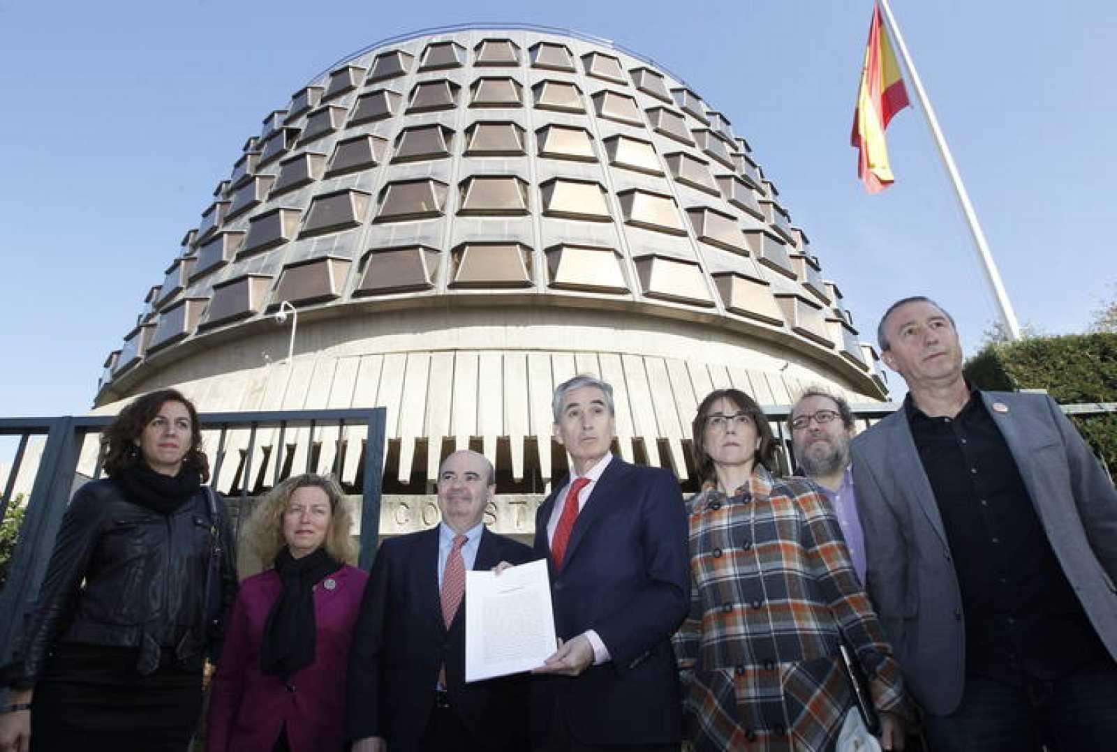 Grupos de la oposición presentan recurso de inconstitucionalidad contra la ley de reforma local.