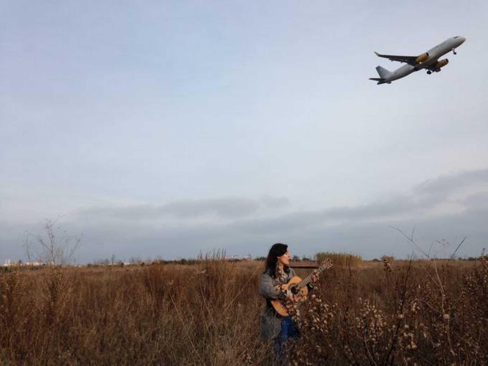 'Mapa sonoro' queda con Lorena Álvarez para escuchar algunas de sus nuevas canciones cerca de la ciudad donde reside ahora, Barcelona, concretamente en el Delta del Llobregat, un paraje natural protegido en el que dice sentirse como en casa