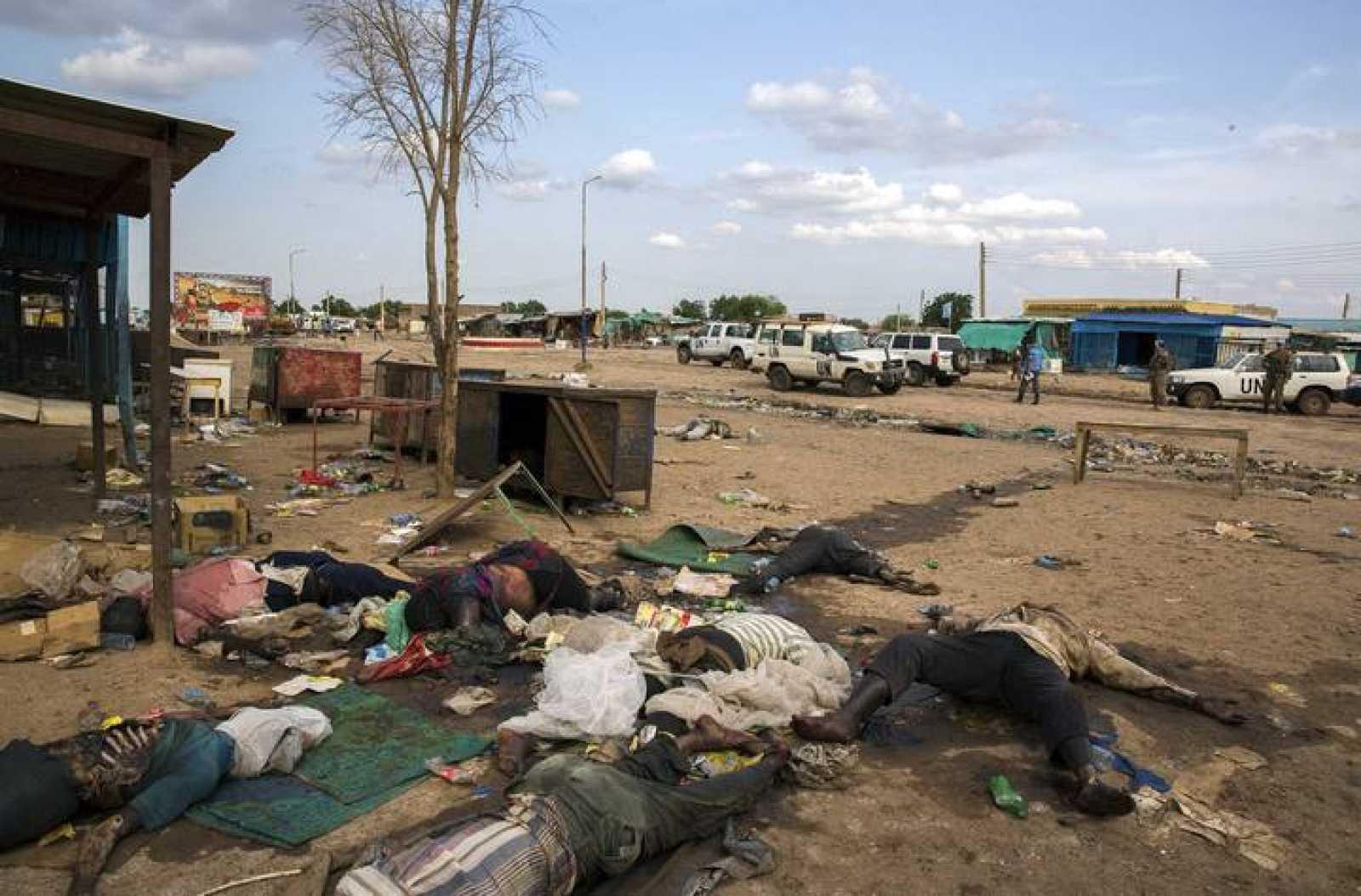 Cuerpos de civiles asesinados en una matanza en Bentiu, Sudán del Sur
