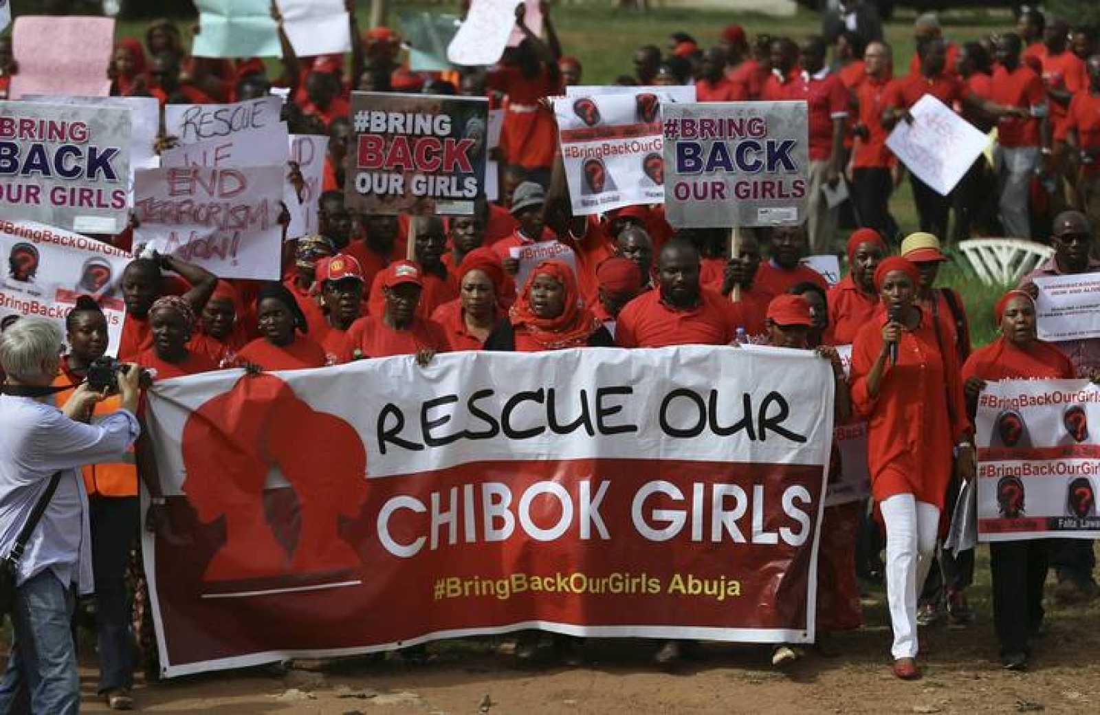 """Una de las manifestaciones que exige la liberación de las niñas secuestradas por Boko Haram bajo el lema """"Bring Back Our Girls"""""""
