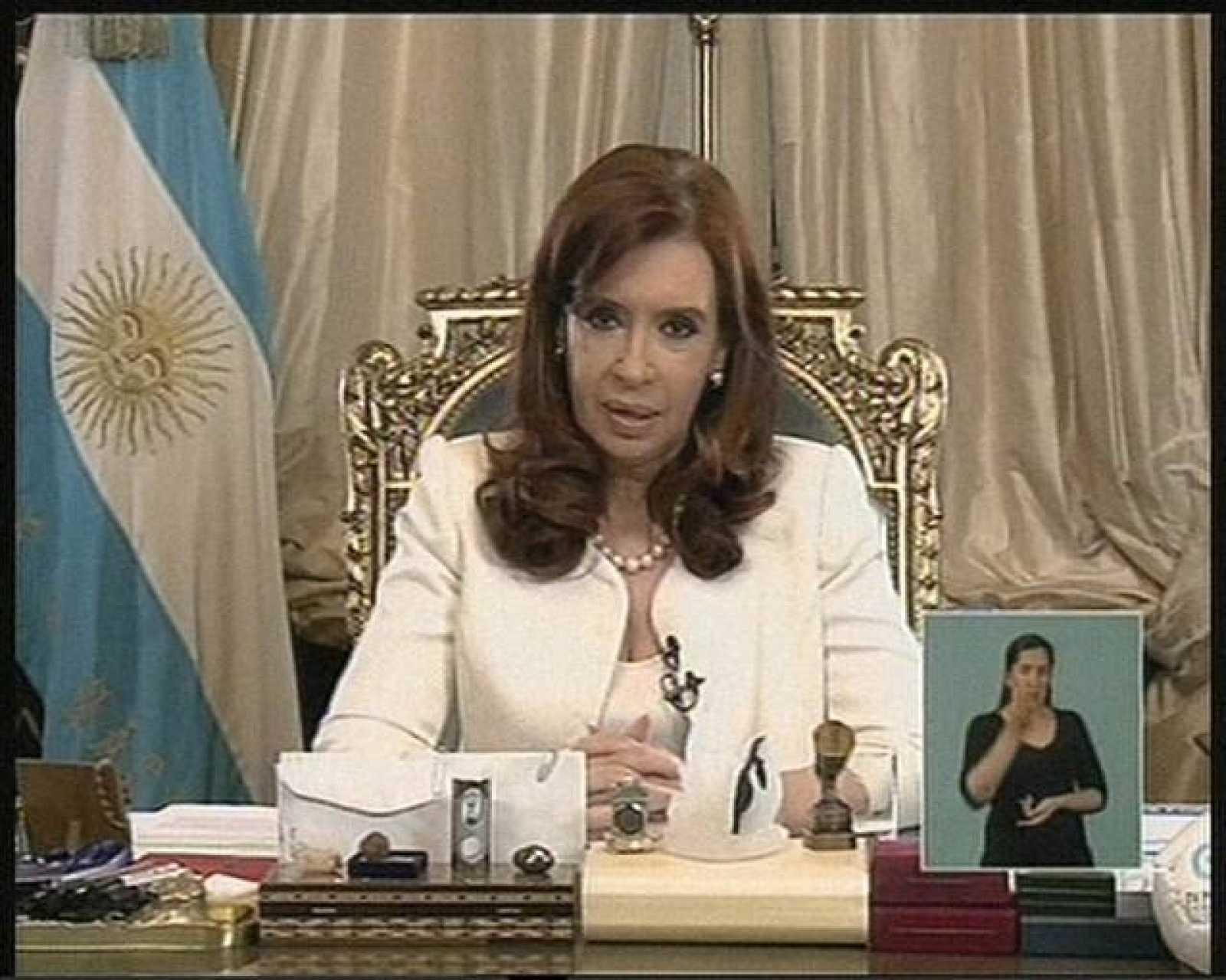 La presidenta argentina, Cristina Fernández, se dirige a la nación tras el fallo del Supremo de Estados Unidos.